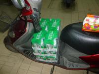0810バイクで家樂福でビール3ケース購入