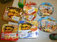 天母高島屋で買った一平ちゃんとかカップ麺