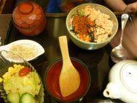 天母新光三越の京桃山の鮭イクラ親子丼セット