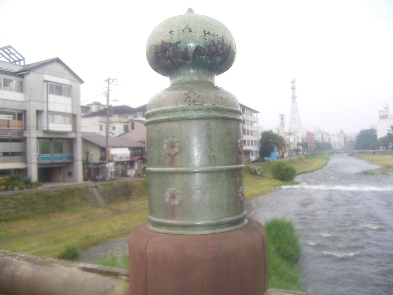 「中津川」に架かる「擬宝珠」のついた「上の橋」(借り物)