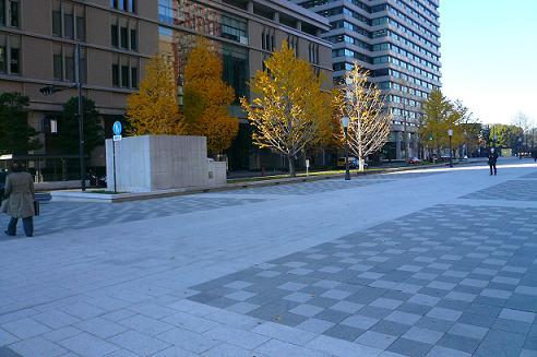 東京駅全貌が見渡せる広場