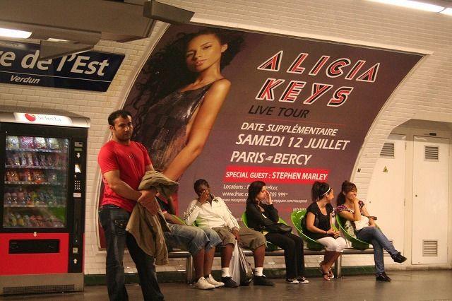 パリ地下鉄の風景