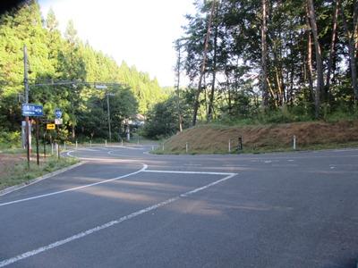 白馬市街へに続く道