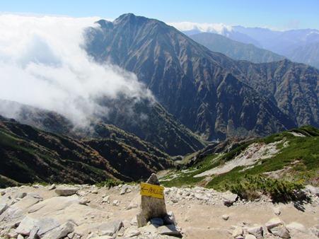 頂上から南の方向、五竜岳・・・・・