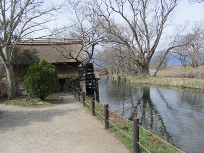 大王わさび田側の有名な水車小屋