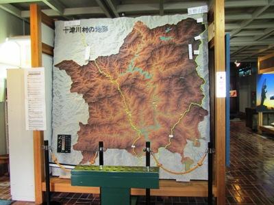 08歴史民俗資料館内 村の面積日本一、琵琶湖の広さに匹敵