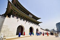 250px-Gwanghwamun_2012.jpg