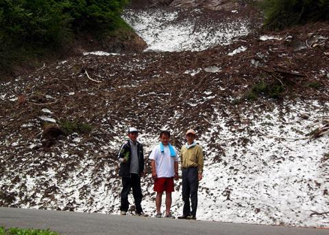 秋山郷雪渓