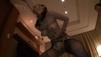 【DMM限定】受付嬢in… [脅迫スイートルーム] Miss Reception Erina(26) パンティと写真付き - 無料エロ動画 - DMMアダルト(1)