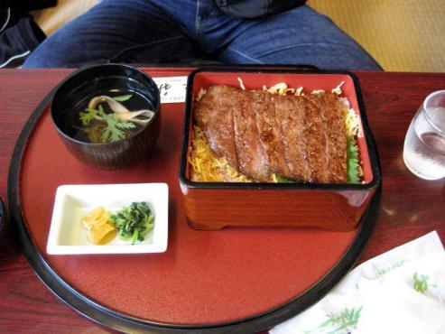 ステーキ重¥2100
