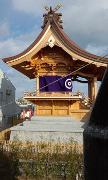 白蛇神社 壁に白蛇