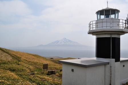 元地燈台と霞む利尻富士