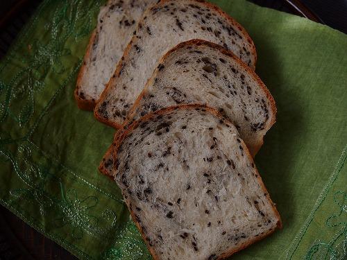 黒ゴマ食パン5