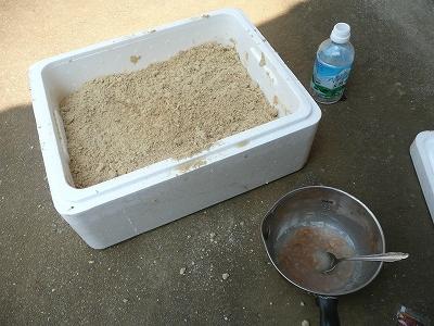 水を混ぜた米ぬかと納豆水
