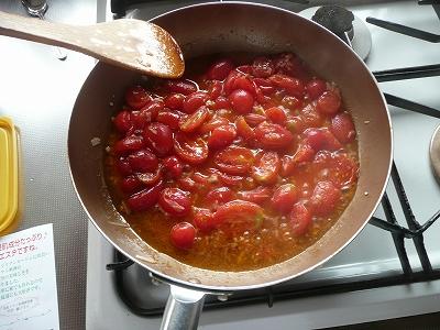 トマトをさらに炒める
