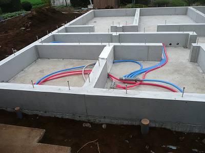 排水用のホースも設置します