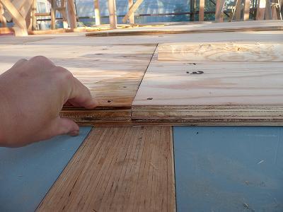 木の板は結構分厚いです