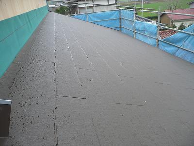 北側の屋根はすでに設置済み