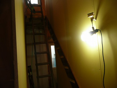 二階へ続く梯子