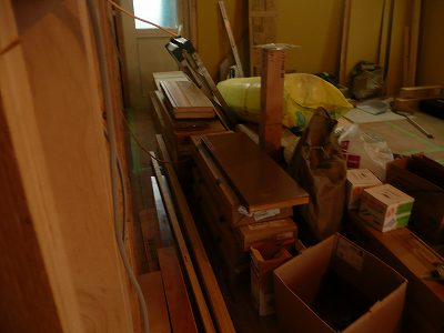 階段になりそうな木の板