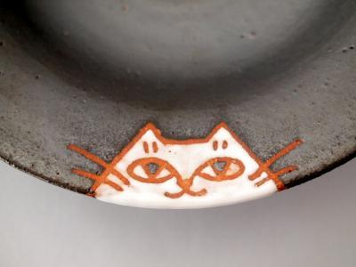 カレー皿黒地に白猫2