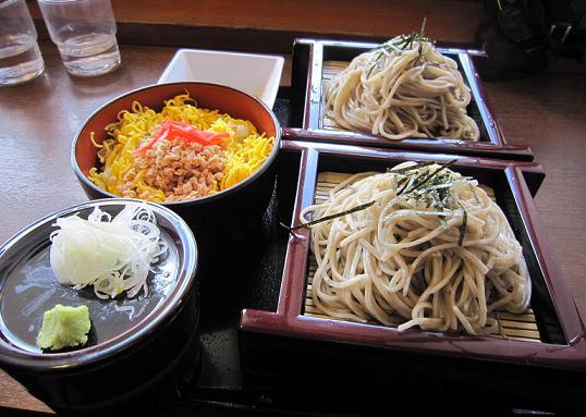 今日はちゃんとお昼も食べてます^^;。