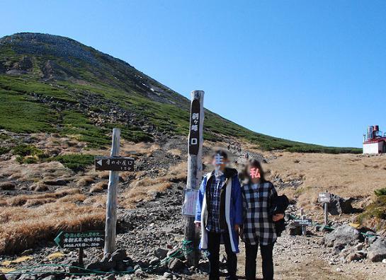 登山口で仲良く記念撮影です^^;
