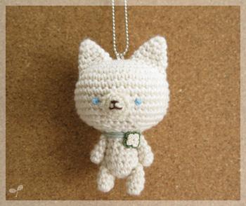 クローバーの白ネコさん