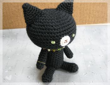 ビーズネックレスの黒猫さん