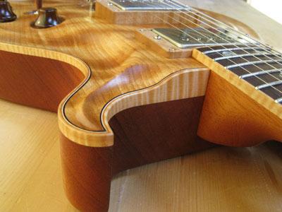 ウッドバインディングギター