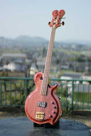 M31-01-Electric-bass-guitar.jpg