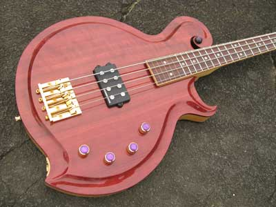 M31-03-Electric-bass-guitar.jpg