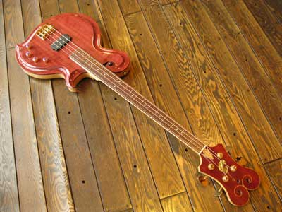 M31-04-Electric-bass-guitar.jpg