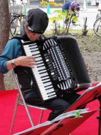 ひろしまフードフェスティバルで演奏20121027-3