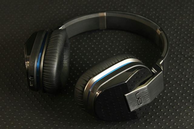 Bluetooth_Headphones_01.jpg
