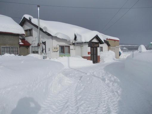 20121210_屋根の雪半端ない