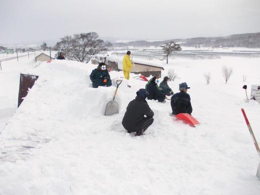 20121230_改善センター屋根雪下ろし