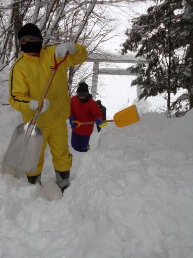 20121230_参道除雪中1