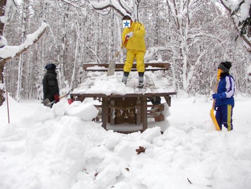 20121230_祠除雪中
