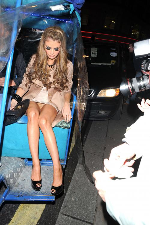 Chloe Sims hosted a party for her 31st birthday (5)