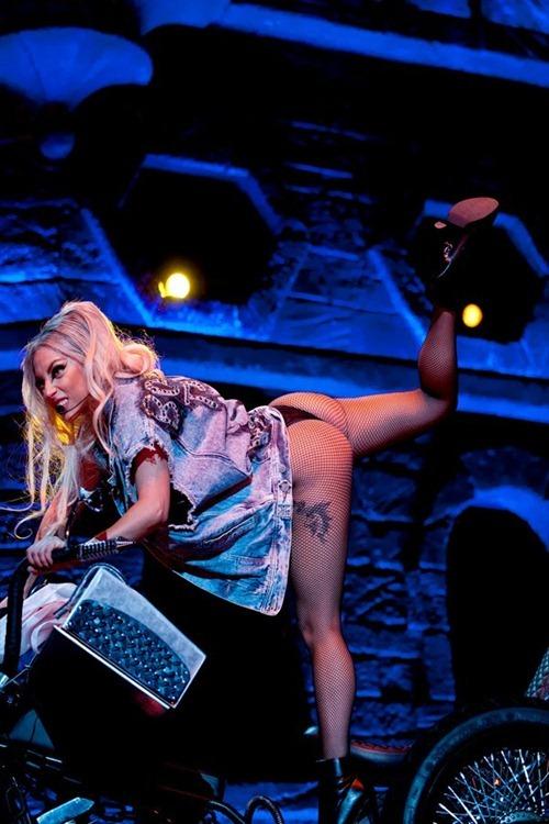 Lady Gaga- Amazing ass shots 02
