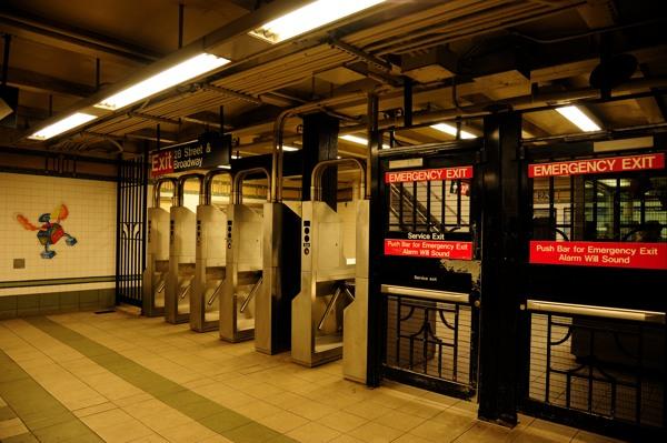 地下鉄のゲート