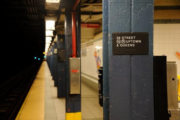 地下鉄の柱