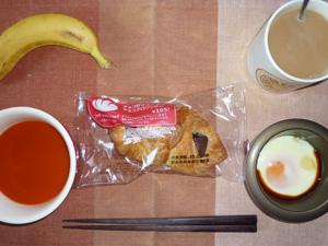 チョコクロワッサン,目玉焼き,野菜スープ,バナナ,コーヒー