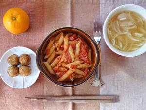 ペンネアラビアータ,つくね×2,玉ねぎのスープ,みかん