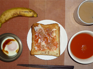 イチゴジャムトースト,目玉焼き,野菜スープ,バナナ,コーヒー