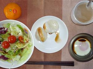 丸餅×2,サラダ,目玉焼き,みかん,コーヒー
