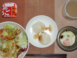 丸餅×2,サラダ,目玉焼き,ヨーグルト,コーヒー