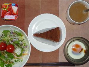 チョコブラウニーケーキ,サラダ,目玉焼き,ヨーグルト
