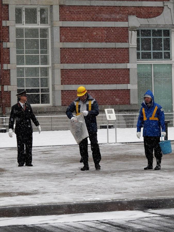 雪東京駅03